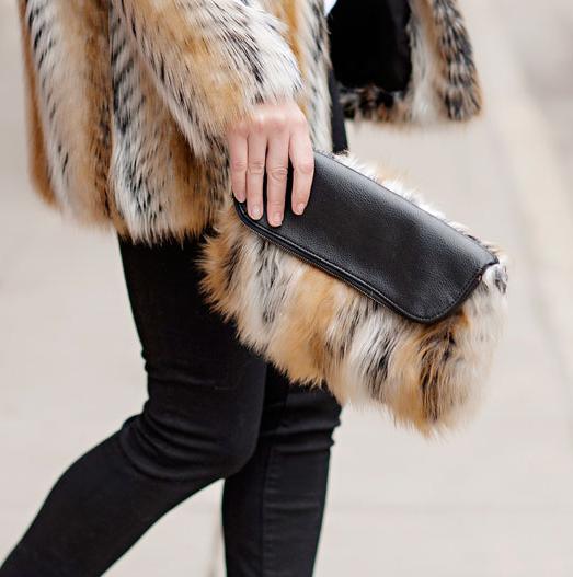 Donnas faux fur clutch
